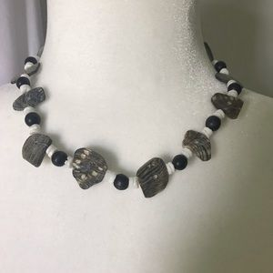 BNWT Beads & faux abalone accent necklace